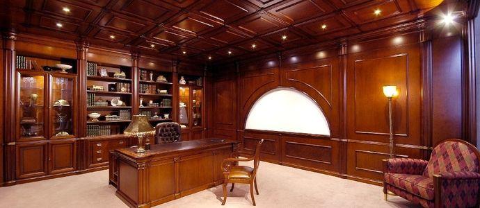Деревянный кессонный потолок в кабинете