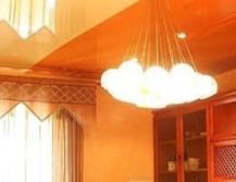 Натяжной двухцветный потолок