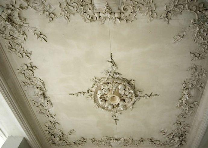 Лепной декор на потолке