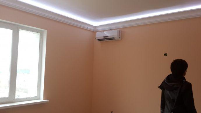 Плинтус потолочный с подсветкой потолка