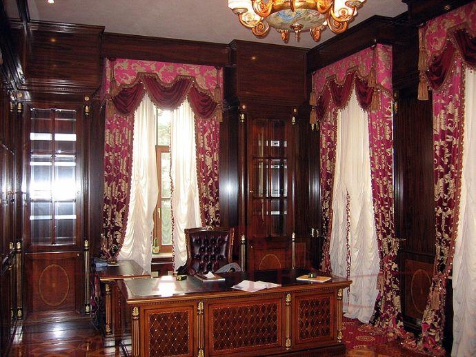 Дизайн кабинета с гардинами
