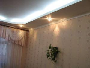 Установка плинтуса потолочного с подсветкой