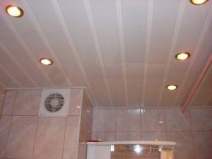 Потолок из пластика в ванной комнате