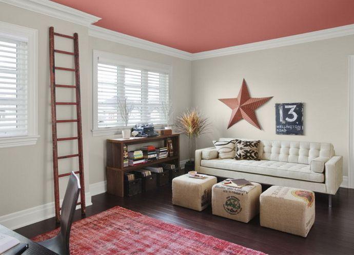 Покрашенный потолок в гостиной