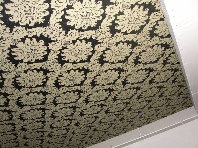 Потолок тканевый натяжной с узором