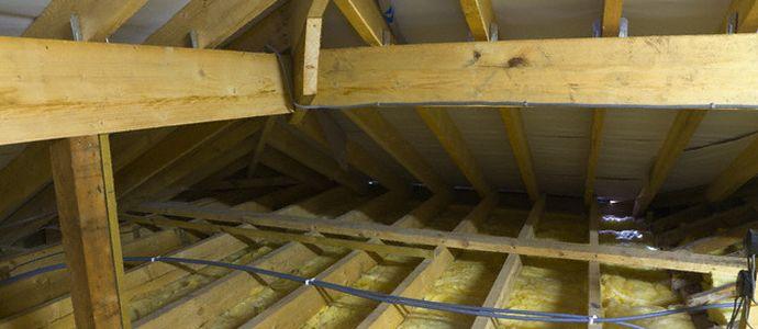 Утепление потолка деревянного дома