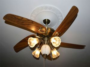 Люстра-вентилятор с деревянными лопастями
