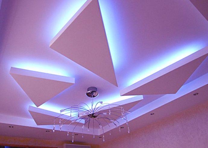 Красивый фигурный потолок из гипсокартона