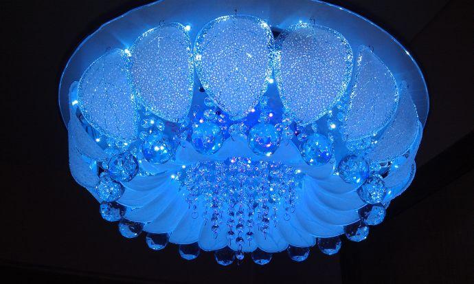 Люстра потолочная с подсветкой