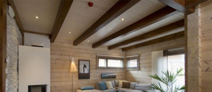 Потолок деревянного дома