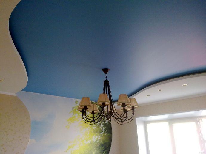 Сатиновый синий натяжной потолок