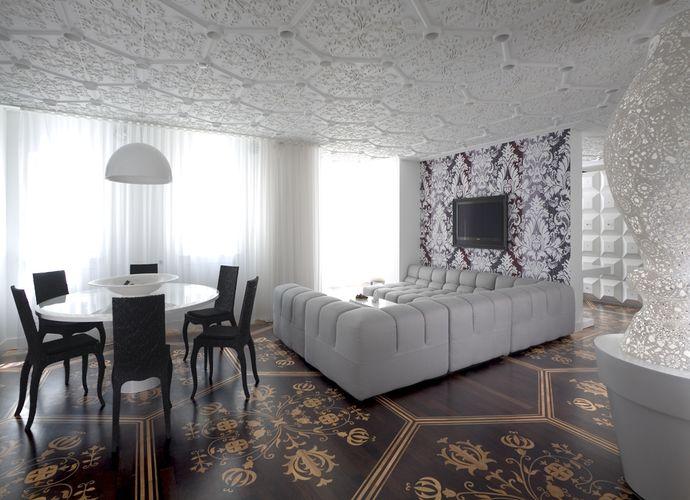 Дизайнерская потолочная плитка в гостиной